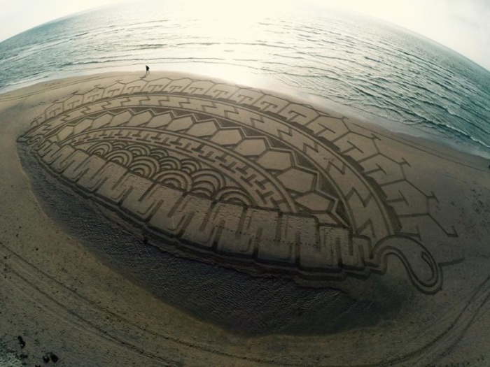 Тим Хукстра — художник создающий огромные рисунки на песке