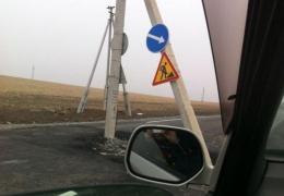 В Приморье столб заасфальтировали в дорогу