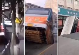 Огромная воронка в асфальте поглотила автобус с пассажирами и несколько пешеходов
