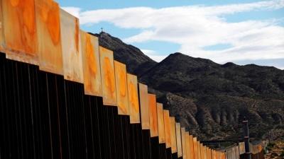 Трамп пригрозил ввести налог на весь импорт из Мексики для оплаты стены