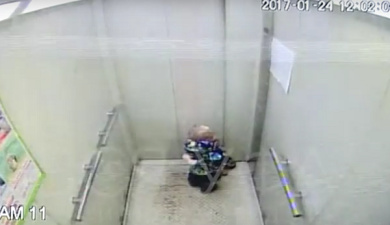Воспитатель детсада забыла двухлетнего ребенка в лифте в Уфе