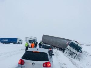 В Рапламаа съехавший в кювет грузовик на пару часов перекрыл движение на шоссе Таллинн-Пярну