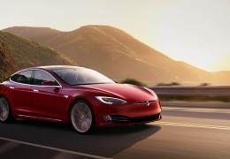 В Tesla поставили под сомнение обещания Илона Маска выпустить полностью автономный электрокар до конца года
