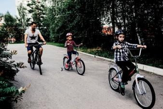 В Нарве подросток на велосипеде врезался в автомобиль