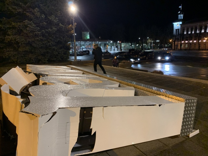 ФОТО: развалилась масштабная конструкция с надписью Narva
