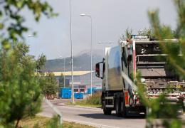 Мусоровоз не может подъехать к контейнеру, фирма советует товариществу поставить дорожные знаки