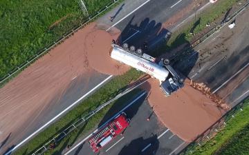 В Польше перевернулась цистерна с шоколадом