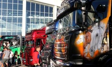 На Таллиннском певческом поле показали самые яркие и красивые грузовики
