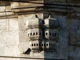 В Турции производят черепицу с домиками для птиц