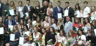 Новый рекорд: в этом году 68 нарвских гимназистов оканчивают школу с медалью