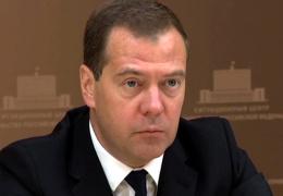 Медведев: 5 млрд рублей выделено на поддержку беженцев из Украины