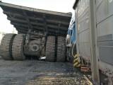Битва титанов: в Кузбассе БелАЗ столкнулся с тепловозом