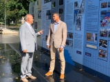 """ФОТО: Хенн Пыллуаас открыл выставку """"Рийгикогу-100"""" в Нарве"""