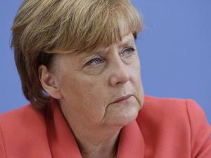 Меркель потребовала жесткого ответа на групповые нападения на женщин в Кельне