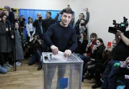 Владимир Зеленский лидирует и вышел во второй тур президентских выборов на Украине