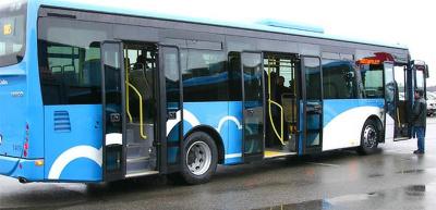 Бесплатные автобусы в Ида-Вирумаа переполнены, люди часами стоят на остановках