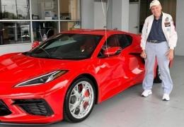 Ветеран отпраздновал свой 90-й день рождения, купив себе новый Chevrolet Corvette