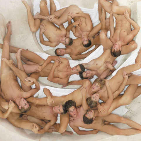 Игра цулующа люди голые