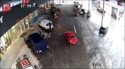Работники склада поймали воров с помощь вилочных погрузчиков