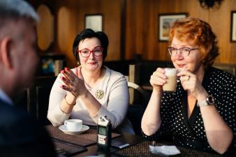 """Яна Тоом и Катри Райк в кафе """"Нарва"""": мы вернем контроль над Нарвской мэрией"""