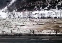 Мощный ледоход на реке Тиса