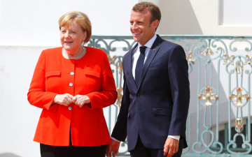 Меркель и Макрон договорились создать бюджет еврозоны