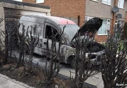 Мужик решил избавиться от сорняков и сжег машину соседа