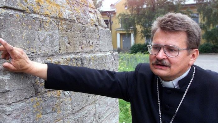 Пастор Александровского прихода Нарвы ударил коллегу, после чего подал в отставку