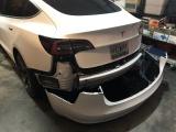 Владельцы Tesla Model 3 жалуются, что задний бампер электромобиля отваливается после езды по лужам
