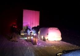 Грузовик 30 километров тащил за собой врезавшуюся в него легковушку
